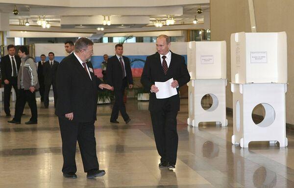 Премьер-министр РФ В.Путин проголосовал на выборах депутатов Мосгордумы