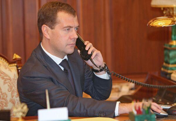 Телефонный разговор президента Медведева. Архив