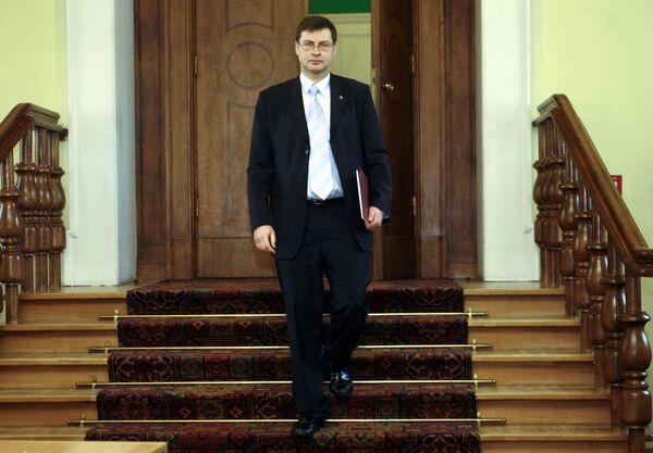 Премьер Латвии попросил дать жилье одному из протестующих у Кабмина