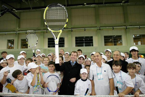 Президент РФ Дмитрий Медведев посетил Казанскую академию тенниса.