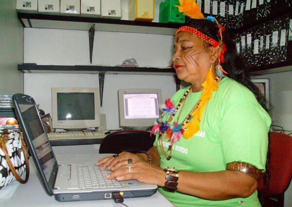 Амазонские индейцы подключились к спутниковому интернету