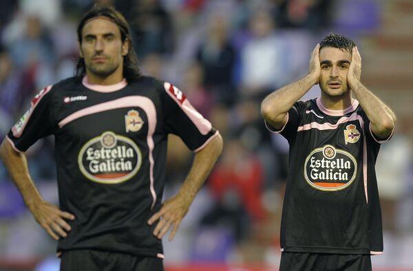Нападающие Депортиво Адриан Лопес (справа) и Лассад Нуиуи (слева)