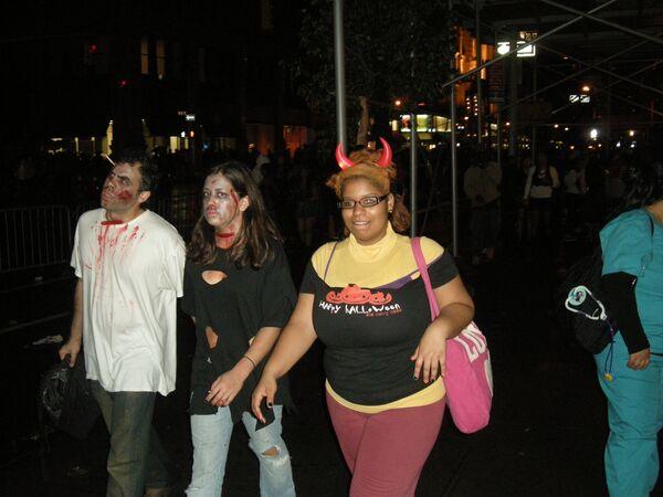 Парад костюмов на праздник Хэллоуин в Нью-Йорке