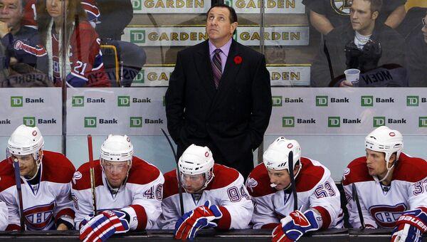 Хоккеисты Монреаль Канадиенс и главный тренер команды Жак Мартен