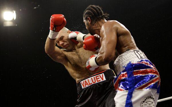Николай Валуев в поединке против британца Дэвида Хэя