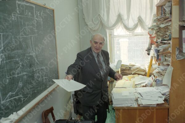 Академик В.Гинзбург