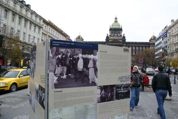Фотовыставка в центре Праги Демонстрации 1989 года. НОЯБРЬ