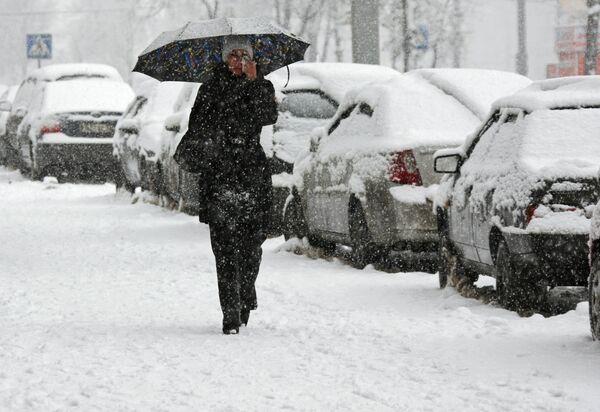 Машины на парковках в Москве из-за снегопада будут перепарковывать