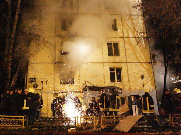 Из дома, где взорвался газ, люди спасались по водосточным трубам