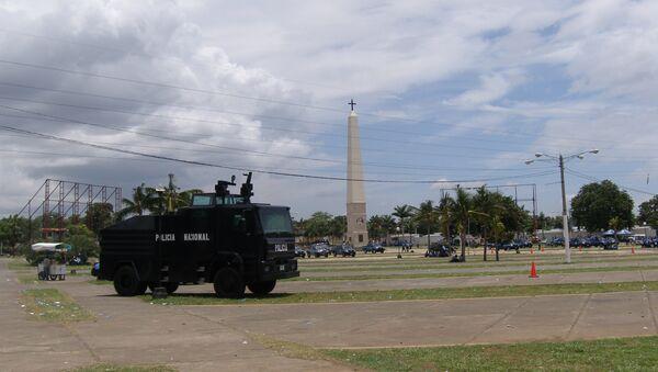 Полиция на центральной площади Манагуа