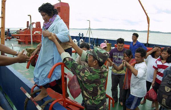 Крушение парома у берегов Суматры
