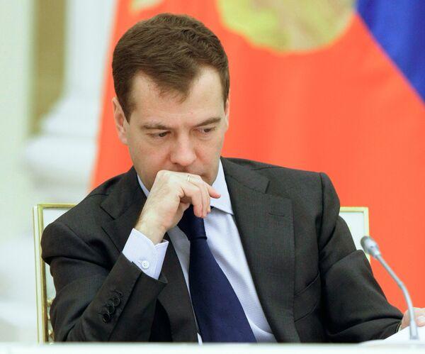 Медведев провел совещание по ликвидации последствий крушения Невского экспресса