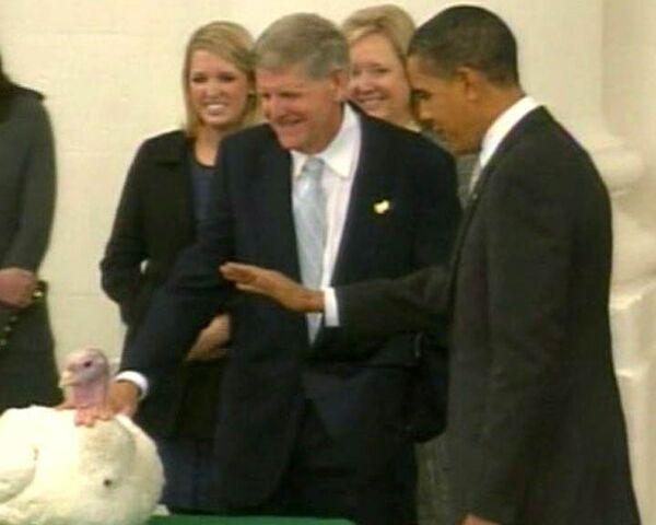 Барак Обама помиловал индейку в честь Дня благодарения