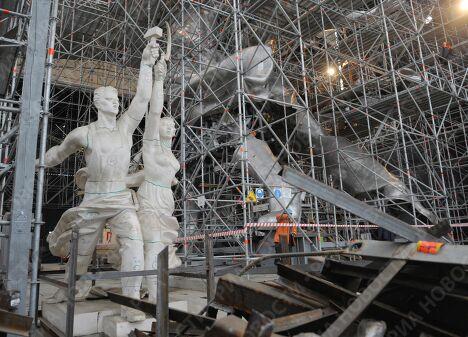 Сборка монумента Рабочий и Колхозница на ВВЦ
