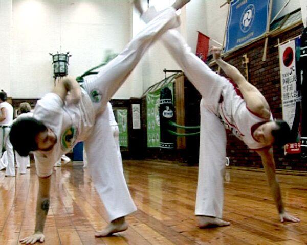 Капоэйра - бой в ритме танца под бразильскую музыку