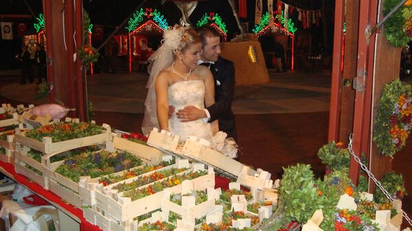 В Анталье открылась турецко-российская новогодняя ярмарка