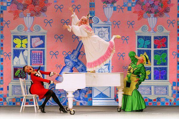 Премьера спектакля Двенадцать месяцев, или Букет для принцессы в Московском театре клоунады Терезы Дуровой