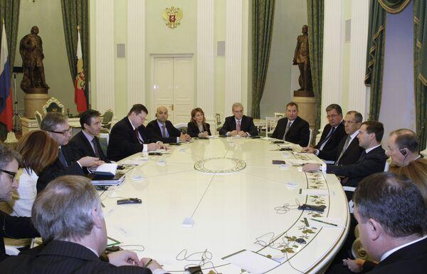 Президент РФ Д.Медведев и генсек НАТО А.Расмуссен