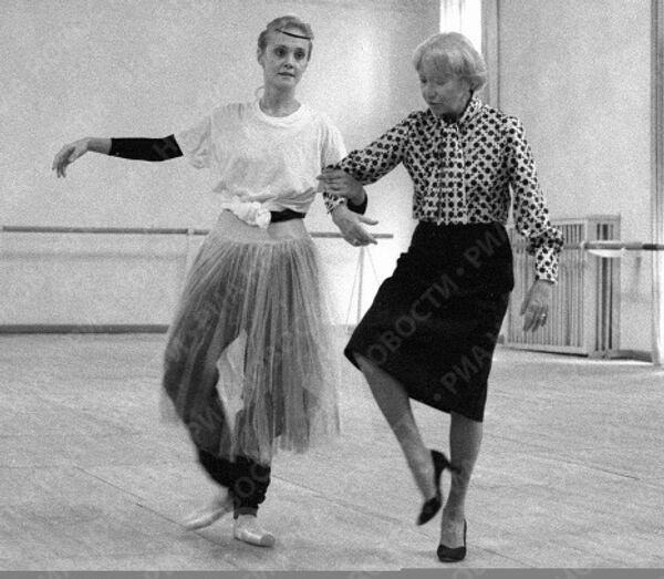 Галина Уланова готовит балерину Алханко к исполнению партии Жизели