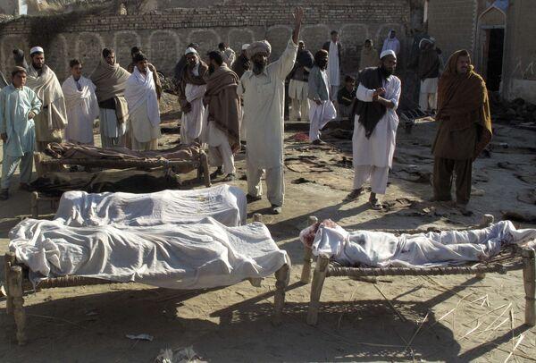 На месте теракта в пакистанском городе Лакки Марват
