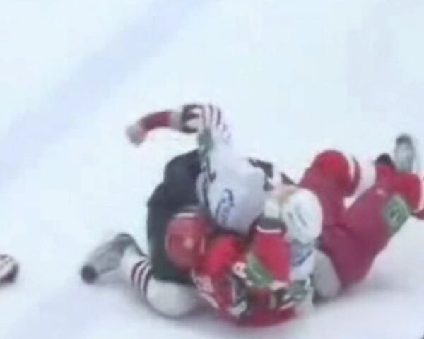 Борьба на льду – хоккейные команды Витязь и Авангард сорвали матч