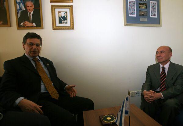 Встреча замглавы израильского МИД Данни Аялона с послом Турции в Тель-Авиве Огузом Челикколом