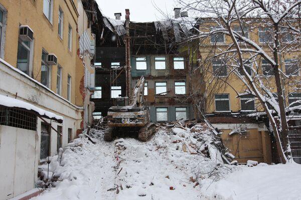 Незаконный снос здания в историческом центре Москвы на месте бывшей Хитровской площади. Архив