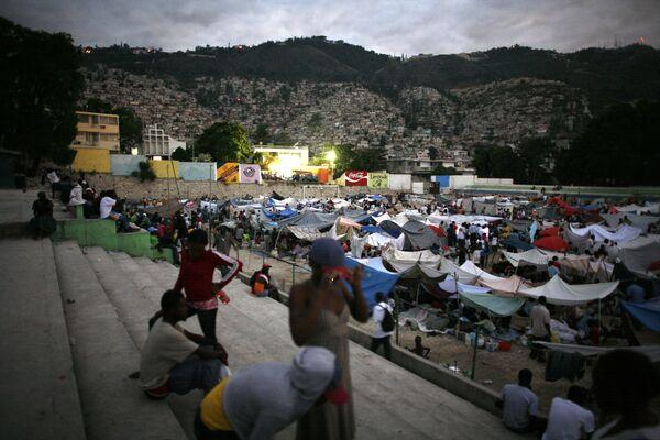 Палаточный городок пострадавших от землетрясения на Гаити