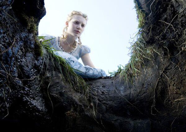 Кадры из фильма Тима Бертона Алиса в стране чудес