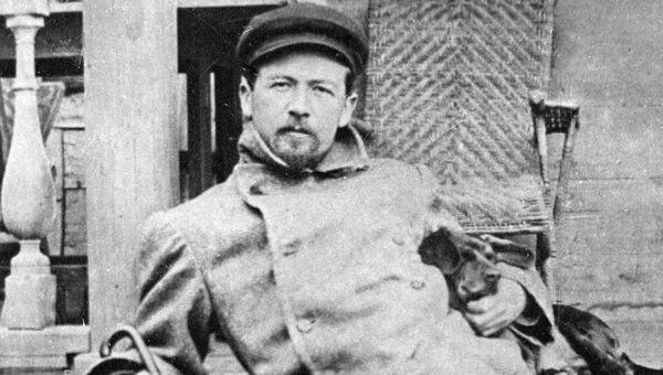 Русский писатель Антон Павлович Чехов (1860-1904) в Мелихово.