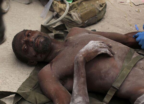 Мужчина, пролежавший 14 дней под завалами в Порт-о-Пренсе