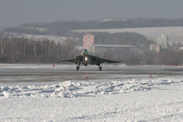 Первый полет опытного авиационного комплекса пятого поколения. Фото с сайта ОКБ Сухой