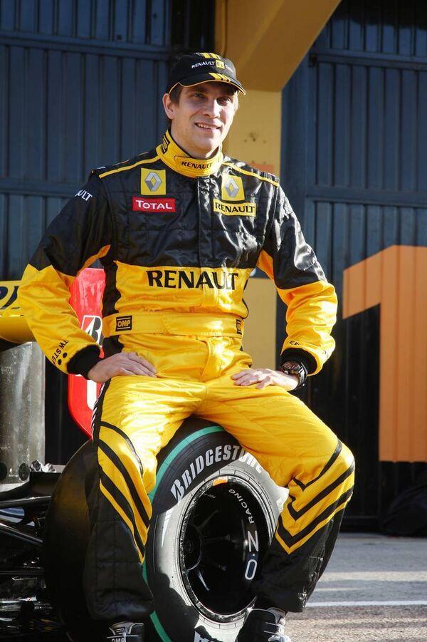 Российский гонщик Виталий Петров, ставший вторым пилотом команды Рено в чемпионате Формулы-1 2010 года. Архив