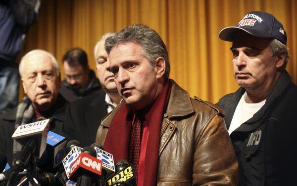 Мэр города Миддлтаун Себастьян Джулиано на пресс-конференции после взрыва на электростанции Kleen Energy 7 февраля 2010 года
