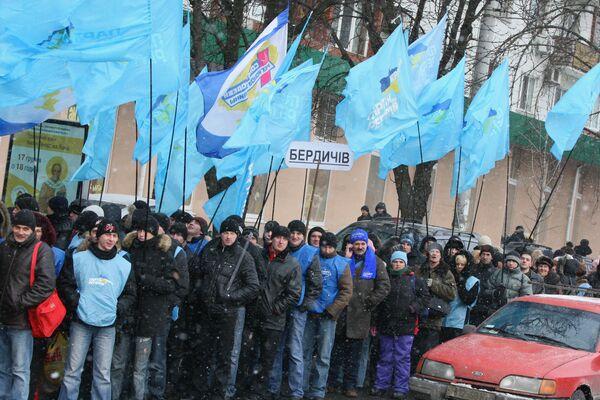 Митинг сторонников Виктора Януковича у здания ЦИК Украины. Архив