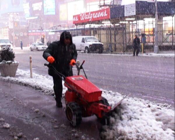 Снегопад в Нью-Йорке: апокалипсис на Тайм-Сквер и идиллия в пригороде