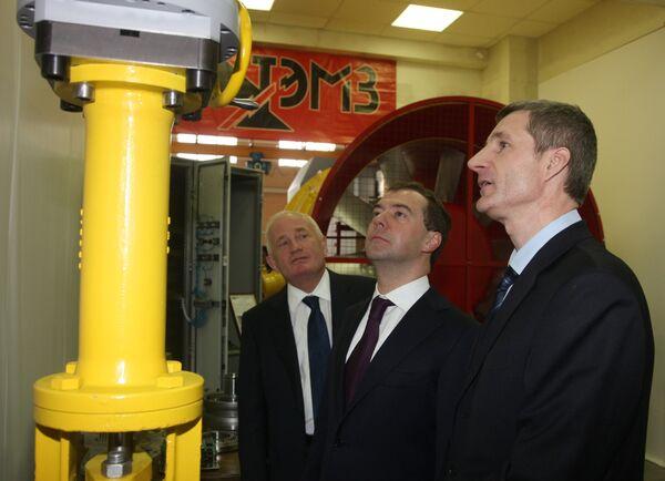 Дмитрий Медведев посетил Томский электромеханический завод