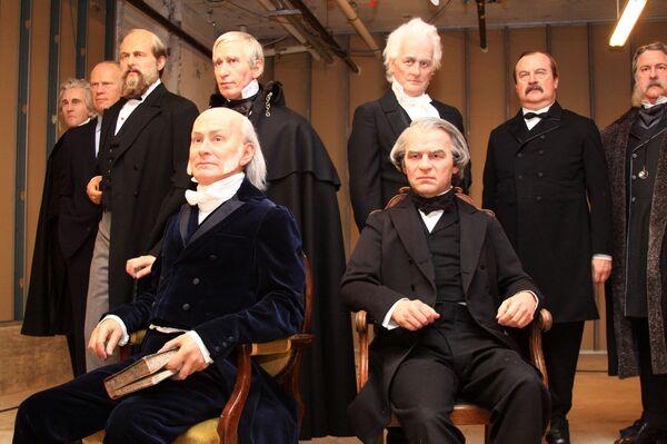 Выполненные из воска девять американских президентов предстали перед вашингтонским школьниками и журналистами в Музее мадам Тюссо