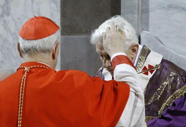 Словацкий кардинал Йозеф Томко в первый день Великого поста посыпал пеплом голову Папы Римского