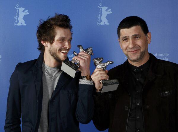 Российские актеры Григорий Добрыгин и Сергей Пускепалис получили Серебряного медведя 60-го Международного кинофестиваля Берлинале за лучшую актерскую игру