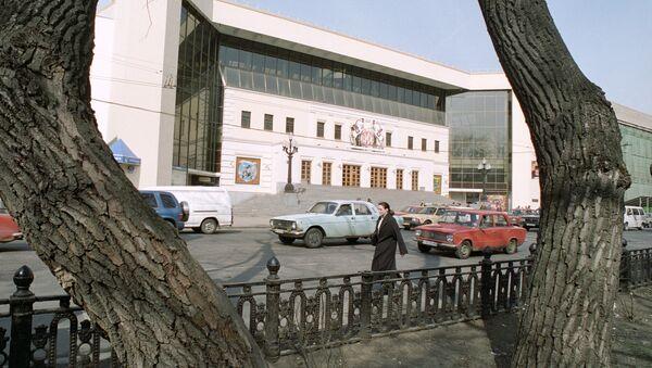 Цветной бульвар и здание цирка в Москве. Архив