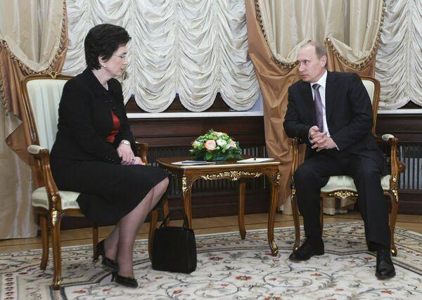 Премьер-министр России Владимир Путин встретился с Нино Бурджанадзе в Доме приемов