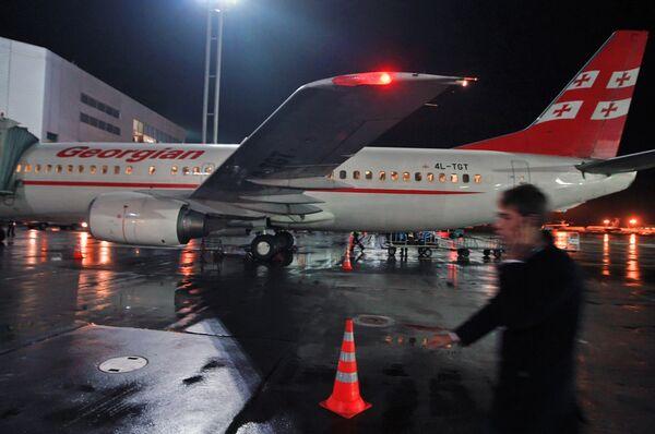Boeing-737-500 грузинской авиакомпании Айрзена - Грузинские авиалинии. Архив