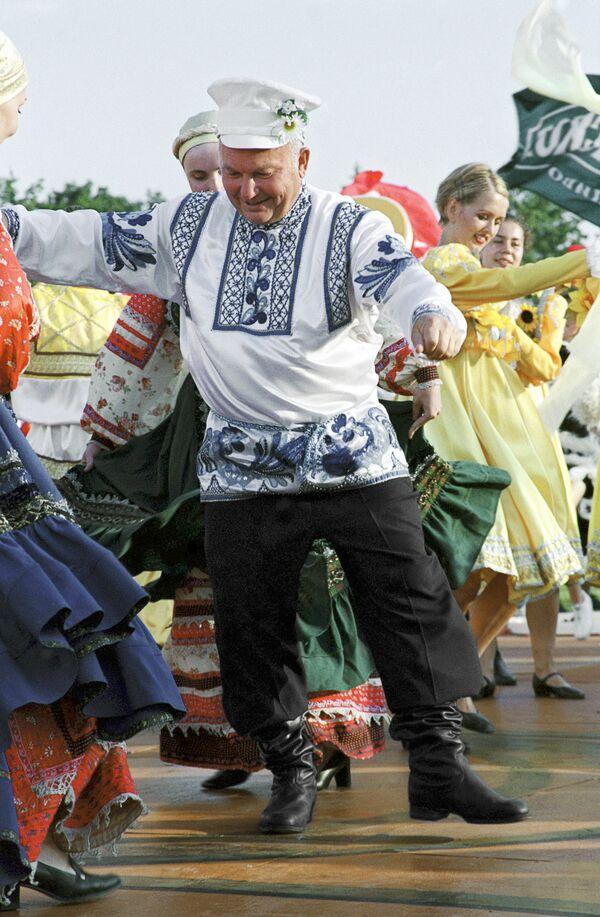 Юрий Лужков на фестивале пива в Лужниках. Архив