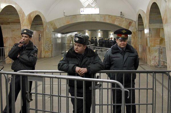 Милиция на станции метро Кузнецкий мост