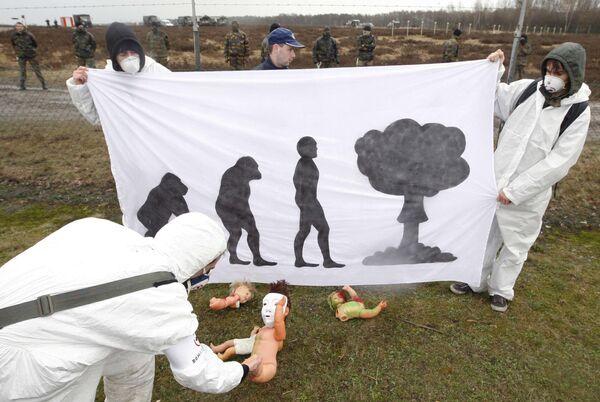 Акция протеста у военной базы НАТО в Бельгии