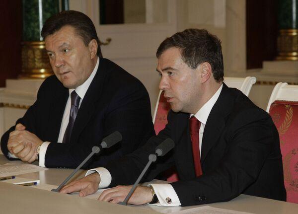 Президенты России и Украины Д.Медведев и В.Янукович. Архив