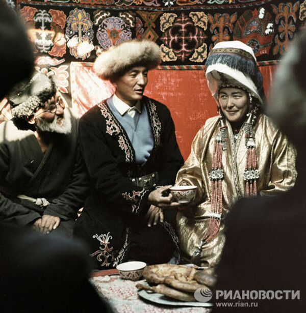 легонько делаем поздравления с днем свадьбы по киргизски всегда лучшие сражения