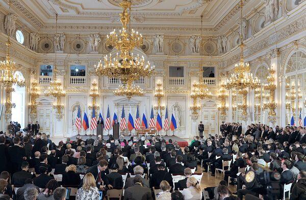 Дмитрий Медведев и Барак Обама подписали новый договор по СНВ. Архив