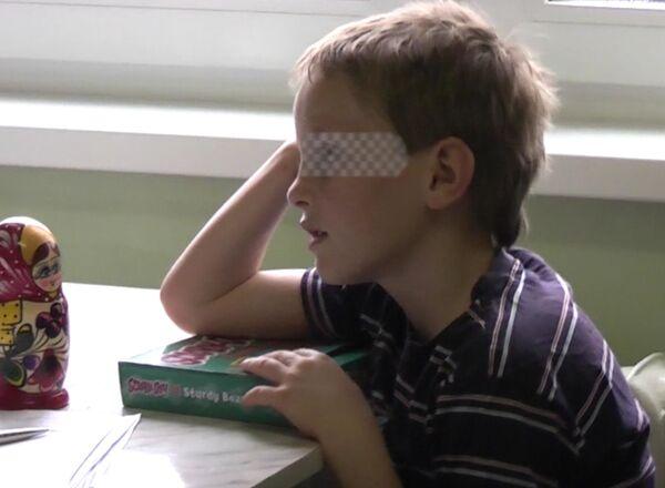 Восьмилетний мальчик Артем Савельев